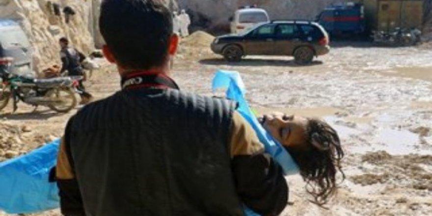Esed İdlib'te Bir Aileyi Daha Yok Etti