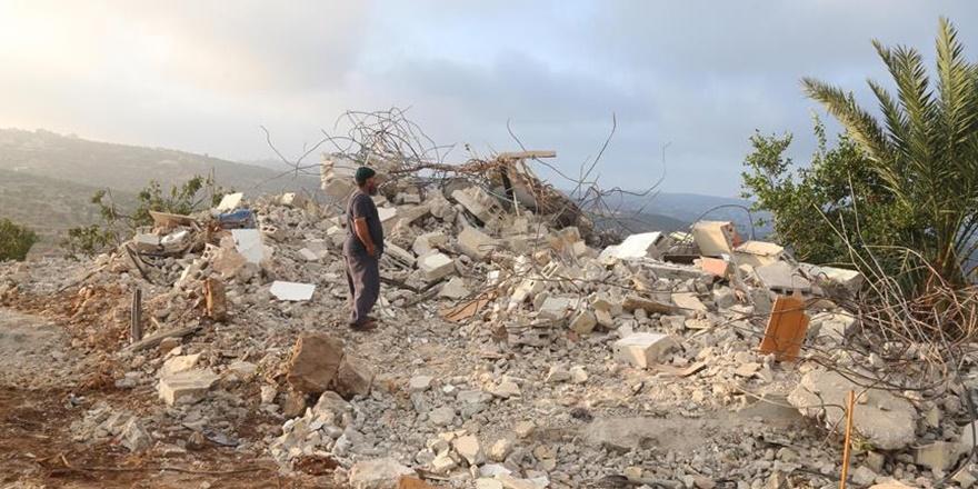 İşgalci İsrail Batı Şeria'da Filistinlilere Ait 4 Evi Yıktı!