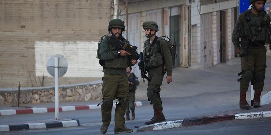 İşgalci İsrail Askerleri Batı Şeria'da 23 Filistinliyi Gözaltına Aldı!