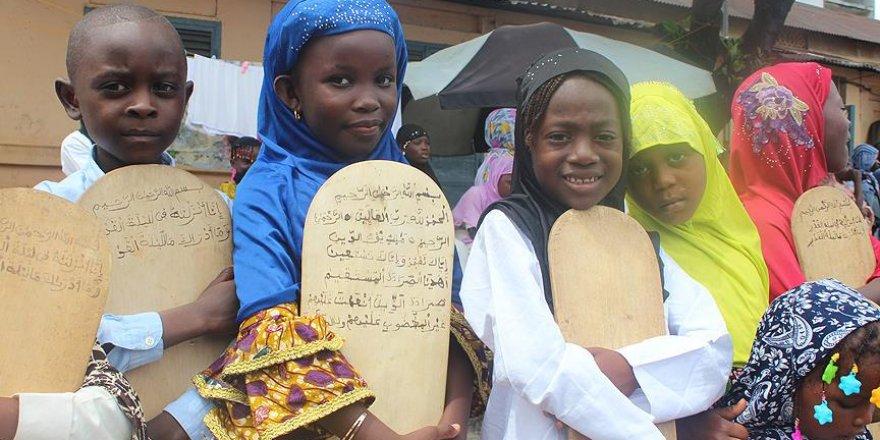 Gine'de Tahta Levha Üzerinde Kur'an Eğitimi