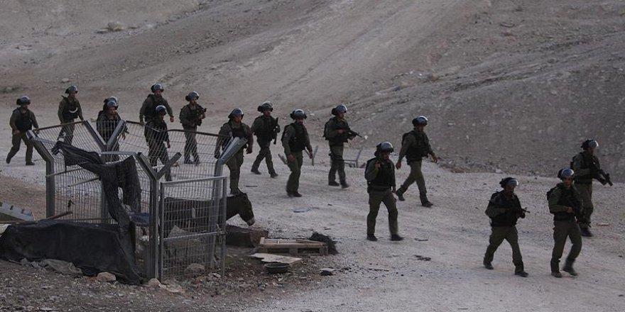 İşgal Güçleri 2'si Çocuk 12 Filistinliyi Gözaltına Aldı