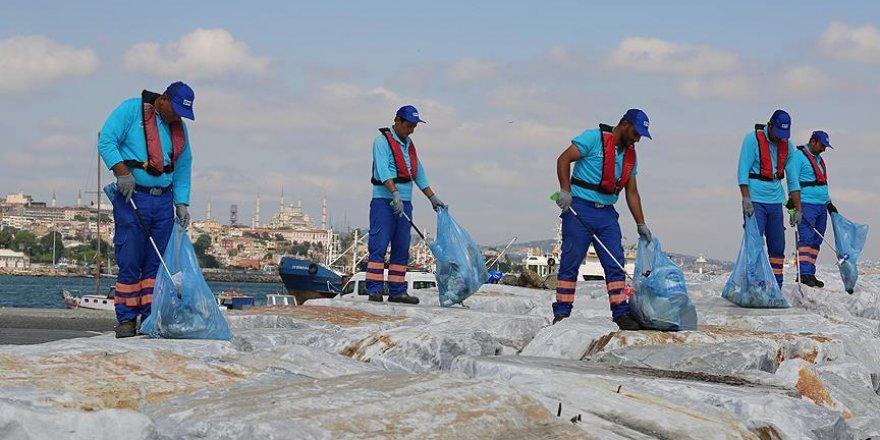 İstanbul'un Kıyılarından 12 Bin Metreküp Çöp Toplandı