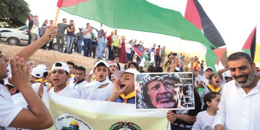 İşgal Rejimi El-Ahmer'i Yıkmaya Kararlı