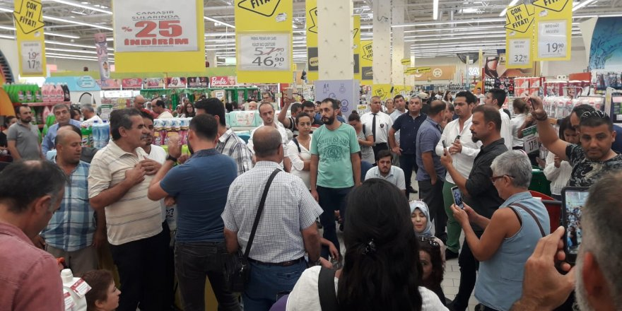 Migros İçinde Eylem Yapan İşçiler Gözaltına Alındı