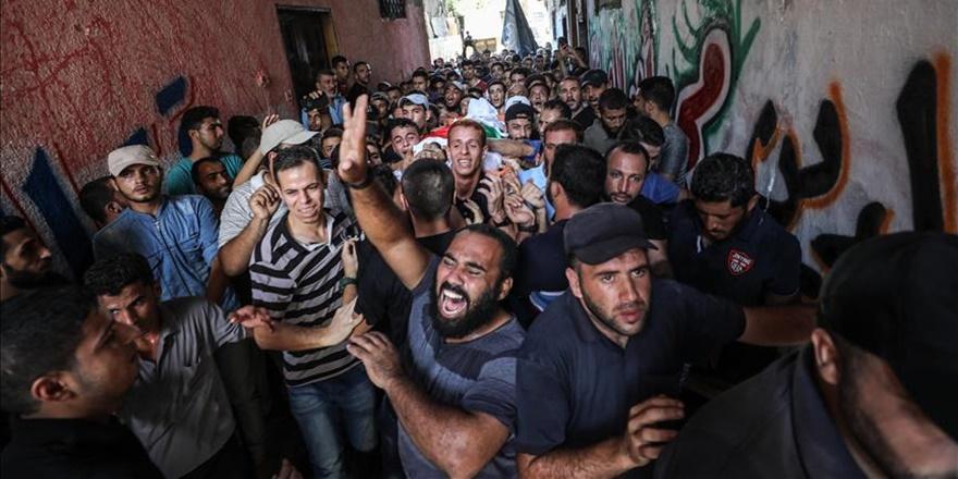 İşgalcilerin Katlettiği Filistinli Genç Toprağa Verildi!