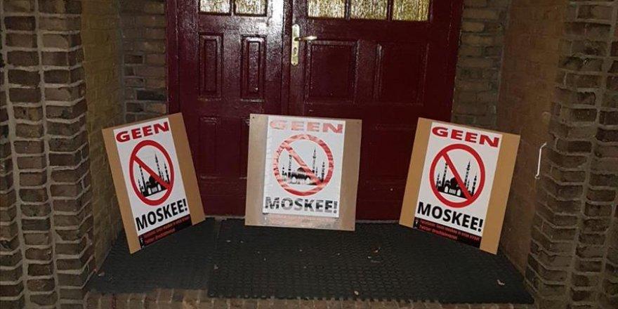 Hollanda'da Müslümanlara Yönelik Irkçı Saldırılar Artıyor