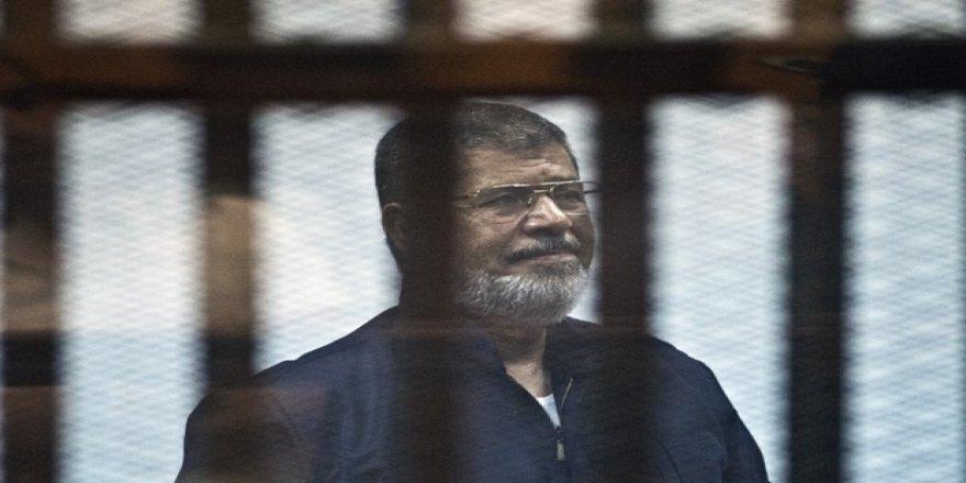 Mursi: Ne Yaparlarsa Yapsınlar, Sisi Darbesine Asla Meşruiyet Tanımayacağım!