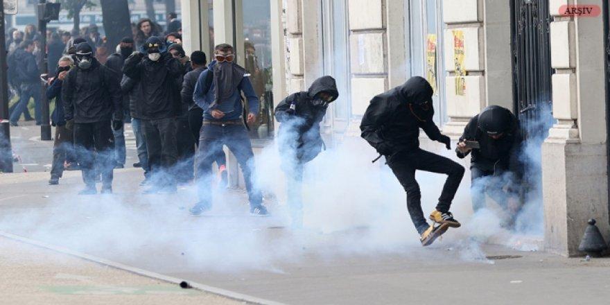"""Fransa'da Aşırı Sağcılardan """"SOS Mediterranee Derneği""""ne Baskın"""
