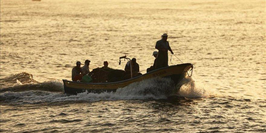 Gazzeli Balıkçıların Avlanma Mesafesi 6 Mile Düşürüldü