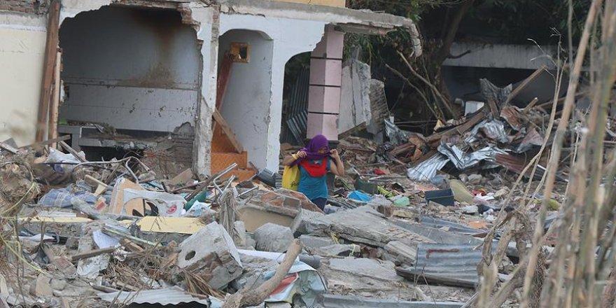 Endonezya'daki Depremde Ölenlerin Sayısı 2002'ye Yükseldi