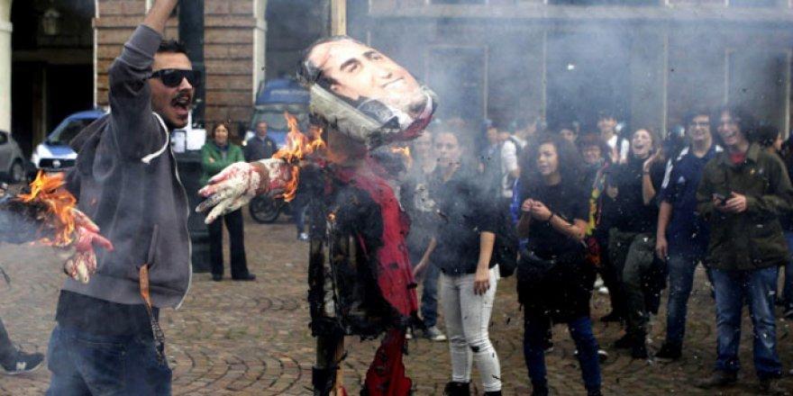 İtalya'da Öğrencilerden Eğitim Planına Protesto