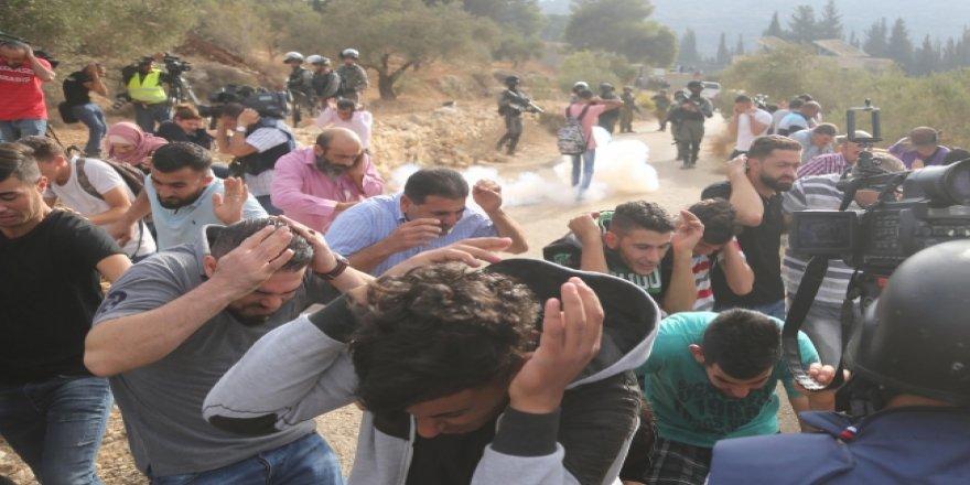 İsrail Batı Şeria'da Öğrencilere Gerçek Mermilerle Saldırdı