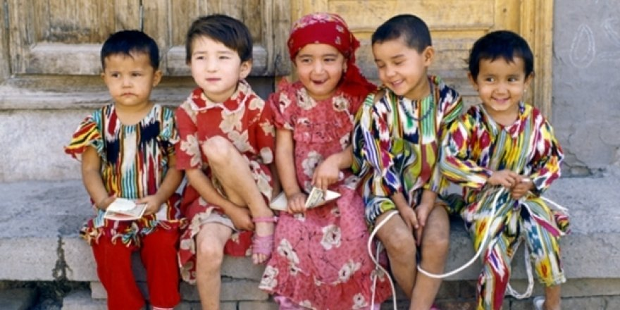 Çin, Sözde 'Eğitim' Kampında Müslüman Uygur Yetimlerini Asimile Ediyor