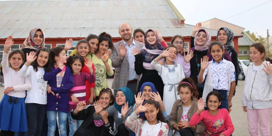 HBT, Korkut ve Kapılı Köy Okullarında Öğrencilere Yardım Dağıttı