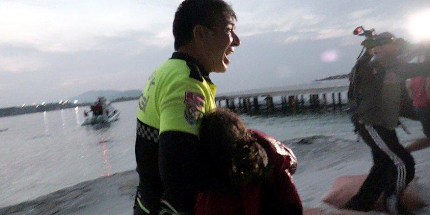Polis Göçmen Kız İçin Ağladı