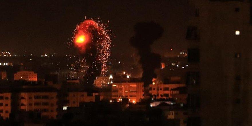İşgalci İsrail Gece Boyunca Gazze'yi Vurdu