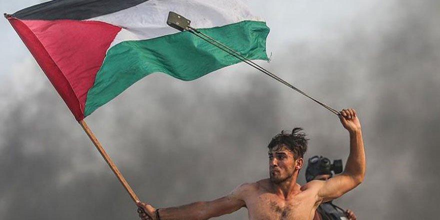 İşgalci İsrail Sembol Fotoğraftaki Filistinli Genci Hedef Aldı