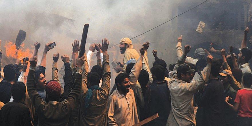 Hindu Çeteler Müslümanlara Saldırdı