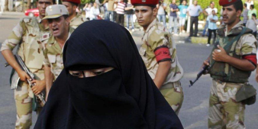 Mısır'da 'Peçe' Tartışmasının Örttüğü Despotizm Gerçeği