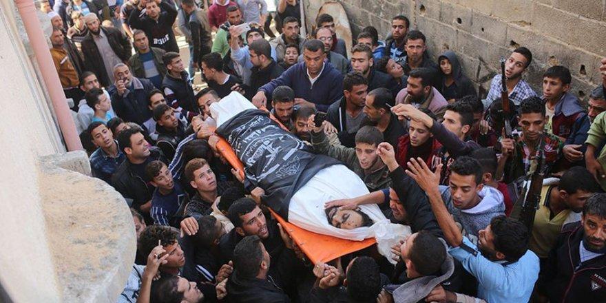 Binlerce Filistinli 7 Şehidin Cenazesine Katıldı