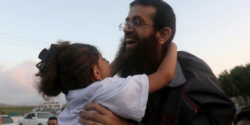 İşgal Rejimi 55 Gün Açlık Grevini Yapan Şeyh Hıdır Adnan'ı Serbest Bıraktı