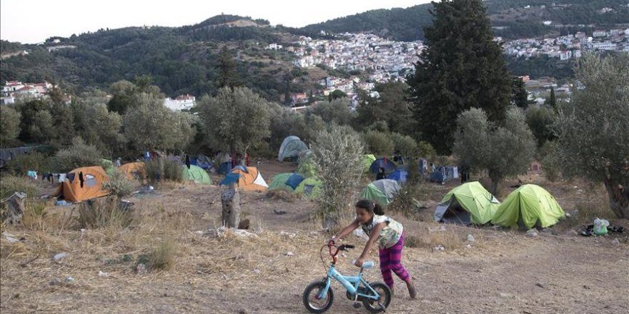Yunanistan Adalardaki 6 Bin Mülteciyi Ana Karaya Taşıyacak