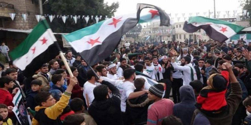 Binlerce Suriyeli Cuma Namazından Sonra Esed Rejimini Protesto Etti!