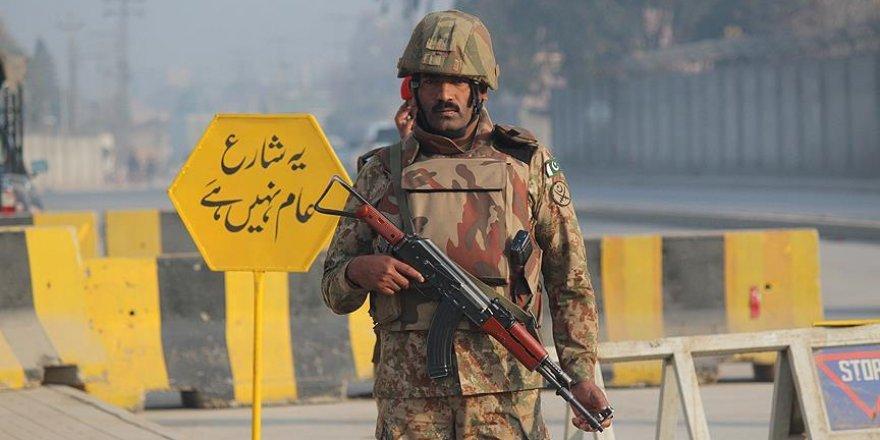 Pakistan'da Medreseye Bombalı Saldırı: 25 Ölü