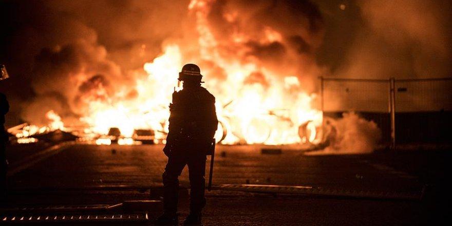 Fransa'da Şiddet Olaylarının Ağır Bilançosu