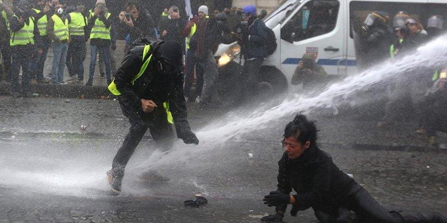 Fransa'da Akaryakıt Zamları 6 Aylığına Askıya Alındı