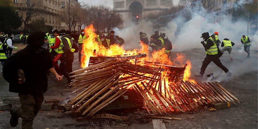 Fransa'da Akaryakıt Zamları 2019 Yılı İçin İptal Edildi