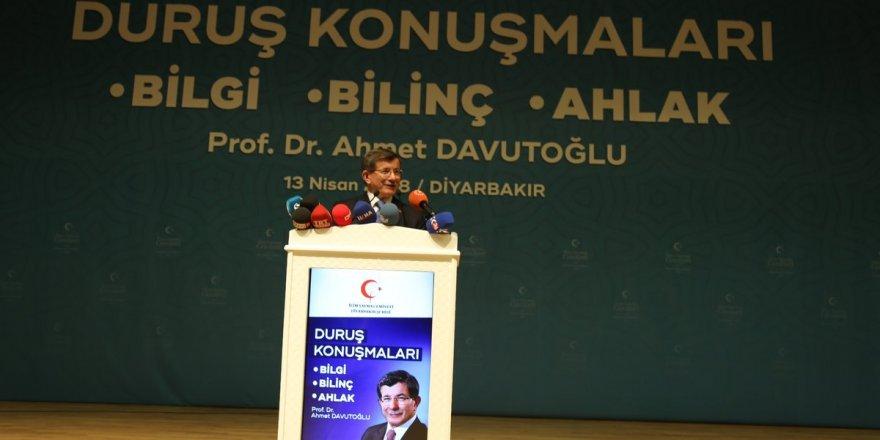 """Ahmet Davutoğlu'nun """"Duruş"""" Konuşmaları ve """"Güç Zehirlenmesi"""" Üzerine"""