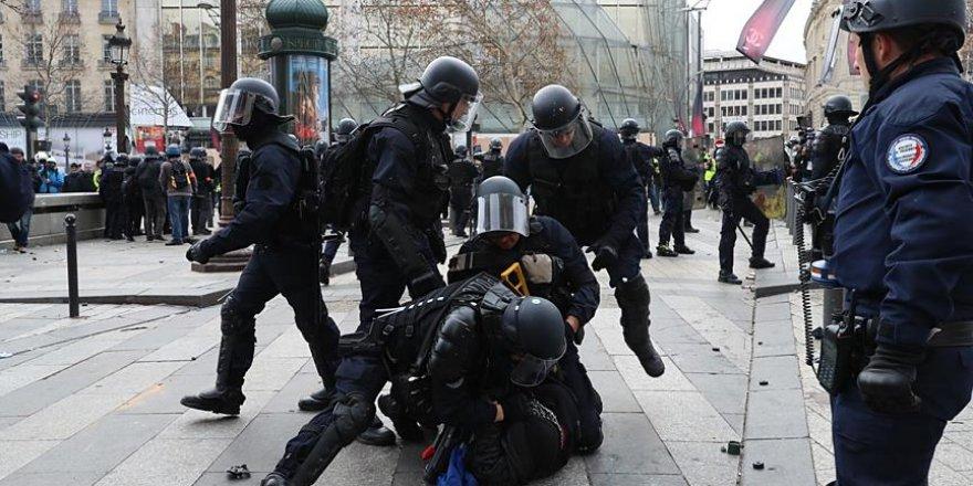 Fransa'daki Gösterilerde 4 Bin 99 Gözaltı Alındı