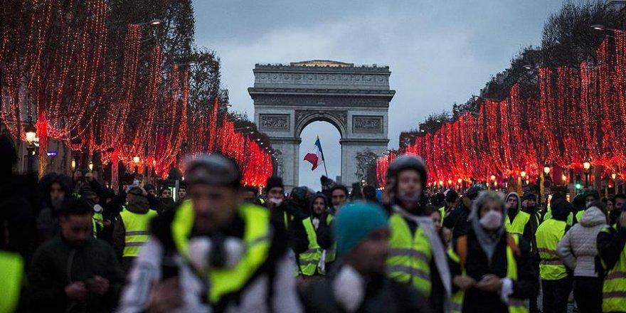 Macron'un Açıklamaları 'Sarı Yelekliler'i Memnun Etmedi