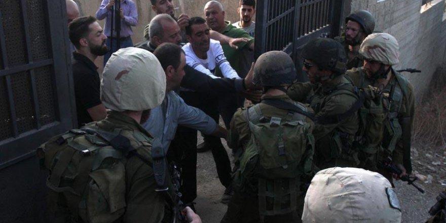İşgal Güçleri Batı Şeria'da 4 Filistinliyi Yaraladı