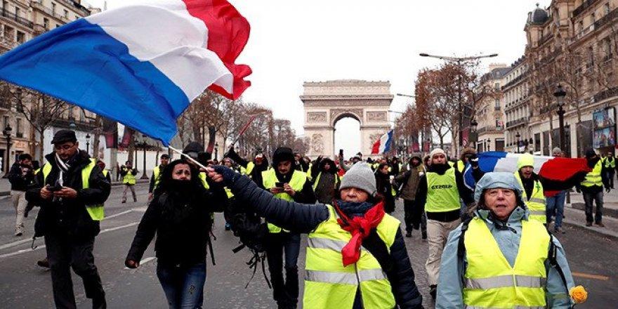 Paris'te Sarı Yeleklilerin Gösterisi Öncesinde 25 Gözaltı