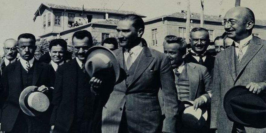 """1925'te """"Şapka Günahtır"""" Diyen Kadın, Deli Diye Tımarhaneye Kapatılmıştı!"""