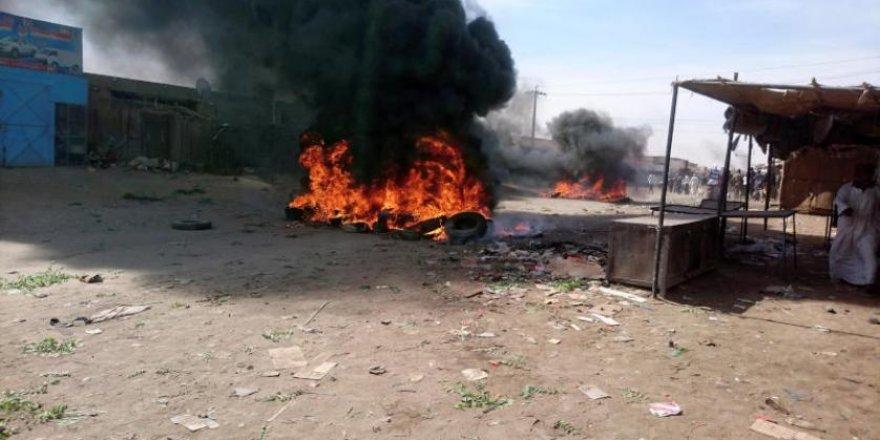 Esed Zalimiyle Poz Veren Ömer el-Beşir Diktatörü Sudan Halkına Sopa Gösterdi