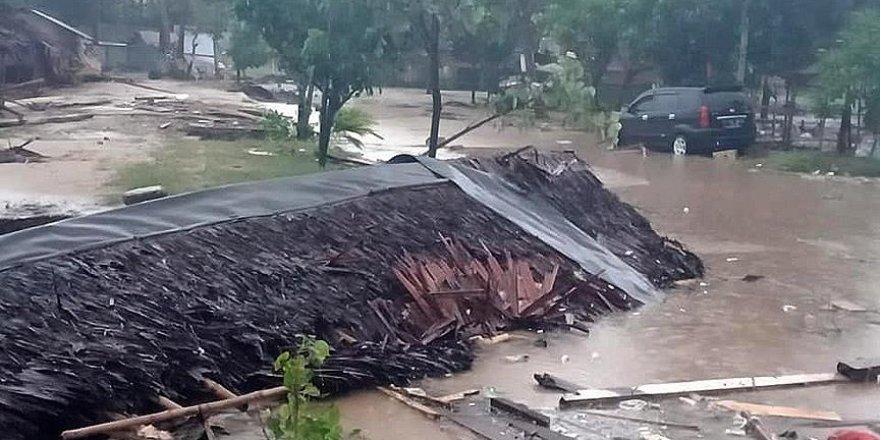 Endonezya'da Tsunami: 168 Ölü, 745 Yaralı