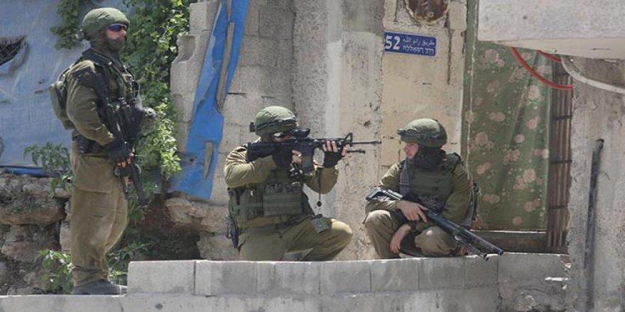 İşgal Güçleri 15 Filistinliyi Gözaltına Aldı