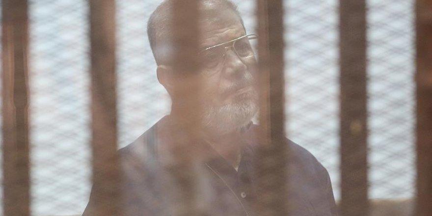 Mursi'ye Yargı Zulmü Devam Ediyor