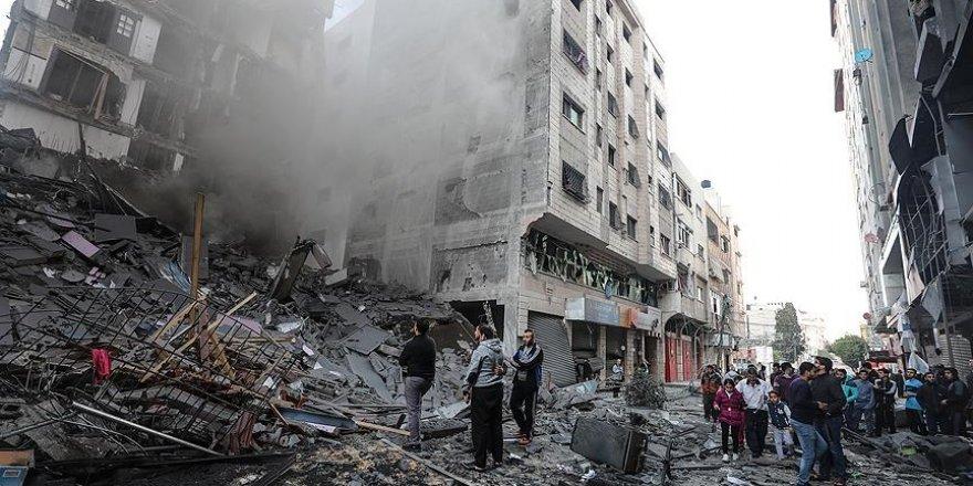 Siyonistler 2018'de Gazze'yi 865 Kez Bombaladı