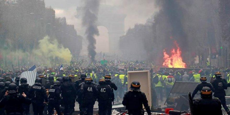 """""""Sarı Yelekliler Hareketi Birikmiş Toplumsal Bir Acının İfadesidir"""""""
