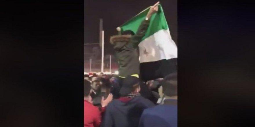"""Taksim'deki Suriyeli Karesine Tepkiler: """"Yükselsin Faşizmin Bayrağı!"""""""