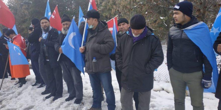 Doğu Türkistanlı Müslümanların Yürüyüşüne Valilik Engeli!