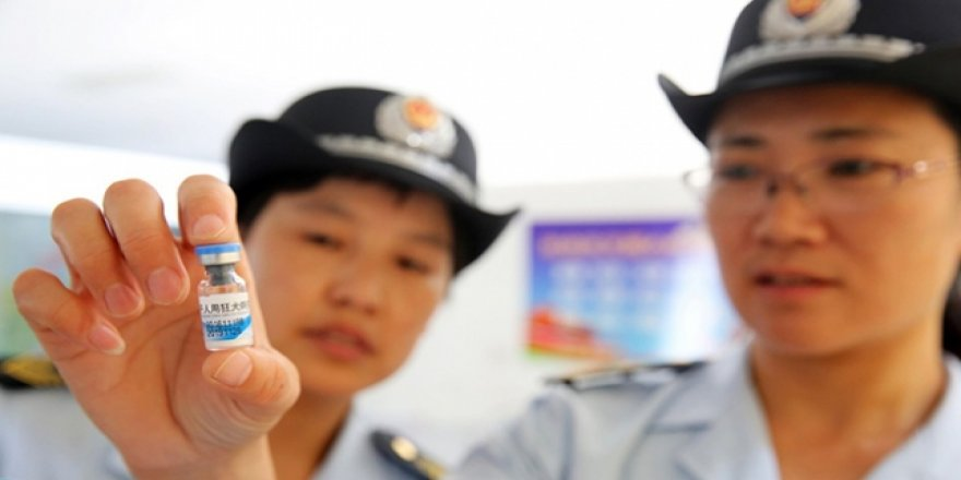 Çin'de Son Kullanma Tarihi Geçmiş Aşı Protestosu