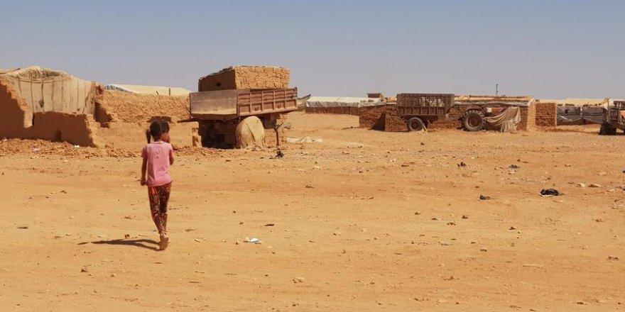 Suriyeliler Rukban Kampı'nda Yaşam Mücadelesi Veriyor