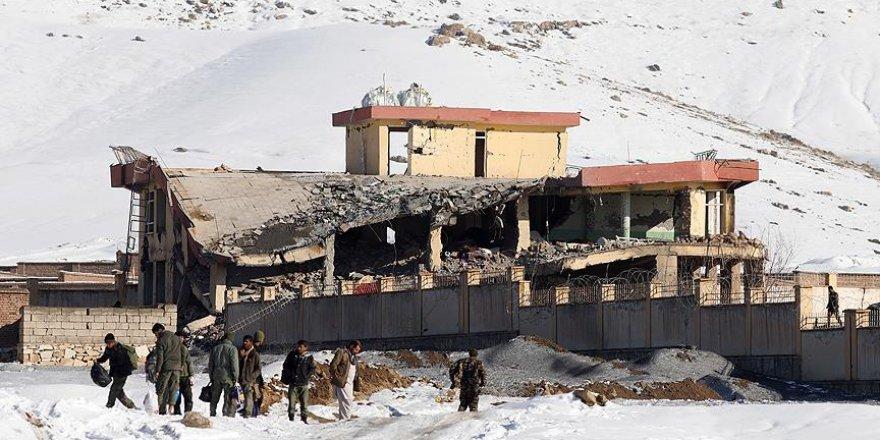 Afganistan'da Taliban Askeri Kampa Saldırdı