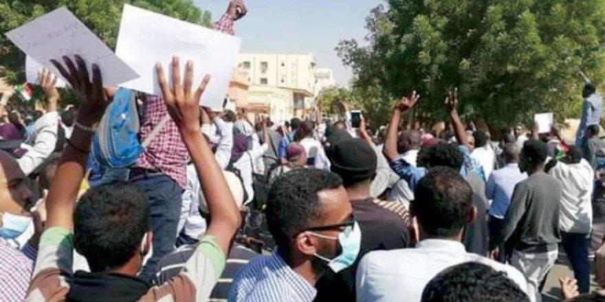Sudan'da Cenaze Töreni Protesto Gösterisine Dönüştü