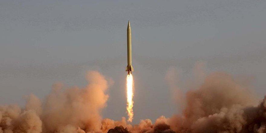 İran Bin Kilometre Menzilli Balistik Füze Üretti